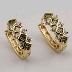 Peridot cz earrings in yellow gold